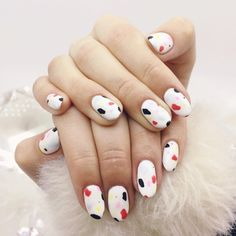 Looking for easy nail art that's perfect for short nails? We've got you. From artistic swipes to no-effort designs, these nail art ideas are easy and gorgeous.
