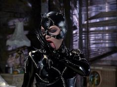 How to make a Catwoman costume for Halloween with pictures, step by step directions, and lots of fun Catwoman facts and costume making ideas. Batman comics introduced Catwoman, Selina Kyle, in 1940 Catwoman Comic, Catwoman Cosplay, Batgirl, Catwoman Makeup, Batman Returns 1992, Batman Comics, Batman Batman, Dc Comics, Movie Blog