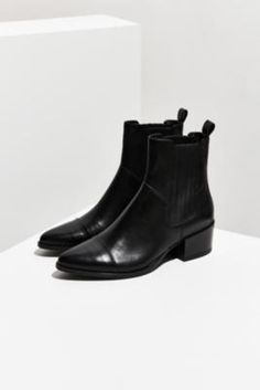Shop Vagabond Marja Chelsea Boots at Urban Outfitters today. We carry all the latest styles, colours and brands for you to choose from right here.