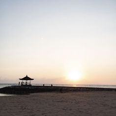 Sunrise at #KayumanisNusaDua #Bali   #KayumanisExperience   photo by instagram user antzy