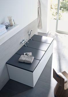 Kombinert badekar og benk