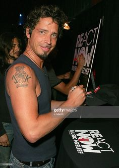 chris-cornell -of-audioslave-signs-items-for-auction-in-mtv-vh1-cmts-picture-id107582642