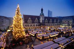 Leipziger Weihnachtsmarkt 38 Meter über dem Boden kann man vom Riesenrad aus auf den traumhaften Leipziger Weihnachtsmarkt gucken, dessen Ursprünge bis ins 15. Jahrhundert zurückreichen