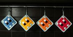 potholder or Tawashi pixel pattern by Hooklook Crochet Pixel, Crochet Home Decor, Knit Or Crochet, Crochet Gifts, Free Crochet, Yarn Bombing, Yarn Projects, Crochet Projects, Crochet Potholders