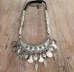 Beautiful Choker of Silver:💛 Bohemian Jewelry, Indian Jewelry, Diy Jewelry, Beaded Jewelry, Jewelery, Silver Jewelry, Jewelry Accessories, Jewelry Necklaces, Jewelry Making
