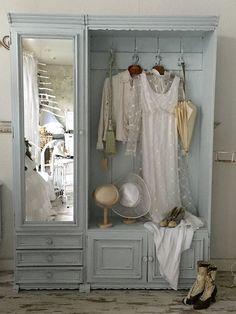 生活の中で欠かせない睡眠。毎日のように使うベッドルームは、断然おしゃれな方がいいに決まっていますよね。映画や海外ドラマに出てきそうなヴィンテージ調のインテリアをチェックしてみましょう。