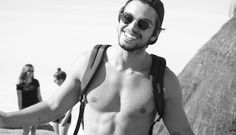 Bom dia!! Começando a sexta-feira com muito estilo  @simasrodrigo de #RayBan ☀️  #oculos #sol #sunnies #rodrigo #simas #ator #sunglasses