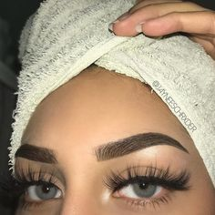 - Best Eyelash Extensions: Long Eyelash Extension Styles, Application Tutorials & Care - Eye Make up Makeup Goals, Makeup Inspo, Makeup Tips, Beauty Makeup, Makeup Ideas, Makeup Products, Makeup Geek, Beauty Nails, Longer Eyelashes