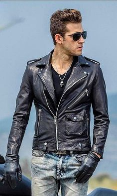 Red Suede Jacket, Leather Jacket Outfits, Men's Leather Jacket, Biker Leather, Jacket Men, Leather Jackets, Leather Men, Moto Jacket, Leather Fashion