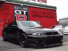 GTR black on black Nissan Skyline Gtr R33, R33 Gtr, Nissan Gtr R34, Street Racing Cars, Auto Racing, Honda Civic, Honda S2000, Japanese Cars, Modified Cars