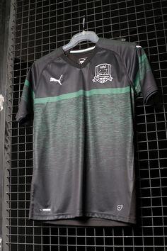 Camiseta 1a equipación Krasnodar 2018 - 2019 - negra. Encuentra ésta y  otras camisetas oficiales de equipos internacionales en Futbolmania  Barcelona y ... 744f97d20fd