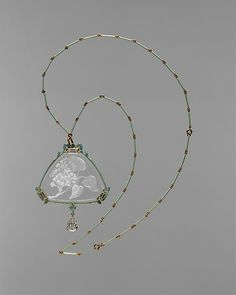 René-Jules Lalique (French, 1860–1945).Pendant and chain, ca. 1905). The Metropolitan Museum of Art, New York. Gift of Mary F. Failing, in memory of her sister, Henriette Ellison Failing, 1944 (44.123.1). #artnouveau #jewelry Bijoux Art Nouveau, Art Nouveau Jewelry, Jewelry Art, Jewelry Accessories, Vintage Jewelry, Fine Jewelry, Jewelry Making, Antique Jewellery, Jewlery