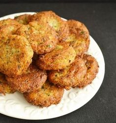 Mushroom meatballs (in Romanian) Raw Food Recipes, Vegetarian Recipes, Cooking Recipes, Healthy Recipes, How To Cook Mushrooms, Good Food, Yummy Food, Romanian Food, Vegan Dishes