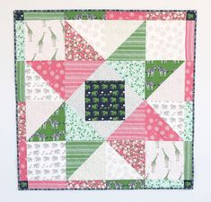 Free Patchwork Star Baby Quilt Tutorial by Amy Smart from Diary of a Quilter. A fun beginner baby quilt tutorial. Free Baby Quilt Patterns, Baby Quilt Tutorials, Beginner Quilt Patterns, Quilting For Beginners, Quilting Tutorials, Free Tutorials, Blanket Patterns, Star Quilt Blocks, Strip Quilts
