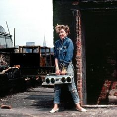 18 Beautiful Photos of a Young Madonna at Lower East Side, New York City in 1982 Madonna Photos, Madonna 80s, Madonna Rare, La Madone, American Bandstand, Actrices Hollywood, Oui Oui, Material Girls, 80s Fashion