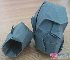 Origami Head - this blog has a great selection of other figures all with complete instructions. Origami Paper Art, 3d Origami, Paper Crafts, Origami Guide, Hina Dolls, Oragami, Paper Folding, Paper Design, Fun Activities