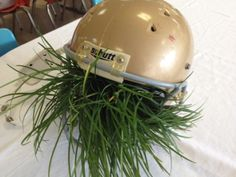Lots of athletic banquet decor ideas…search football or all-sports banquet – Daily Sports News & Live Stream Fotball Channel Football Wedding, Football Banquet, Football Birthday, Football Helmets, Baseball Playoffs, Football Decor, Sports Decor, Football Parties, Football Stuff