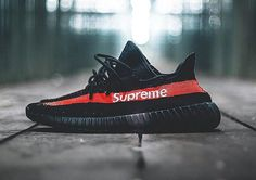 Supreme New York x Adidas Yeezy Boost 350 'Black' Look Fashion, Fashion Shoes, Mens Fashion, Zapatillas Adidas Yeezy, Souliers Nike, Curvy Petite Fashion, Lit Shoes, Tenis Casual, Shoes
