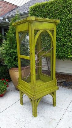 An aviary is a shed or cage like construction designed as a living space for wild or domesticated fowl. Given that birds are used to flying free in their natural habitat it is important to recreate as best we can this kind of environm Diy Bird Cage, Bird Cages, Pet Furniture, Painted Furniture, Butterfly Cage, Terrarium Reptile, Les Reptiles, Bird House Kits, Bird Aviary