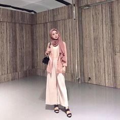 Smile of Love Hijaber Sweety - Malaysian Hijjabi Hijab Casual, Ootd Hijab, Hijab Outfit, Office Look Women, Office Outfits Women, Hijabi Girl, Girl Hijab, Street Hijab Fashion, Muslim Fashion