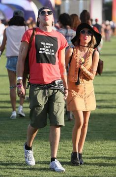 Sarah Hyland and Dominic Shermood wearing round and Clubmaster Ray-Ban. Coachella 2015.