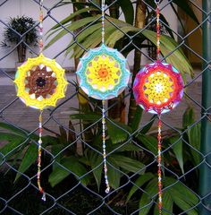 Mandala de crochet em CD reciclado by ColoridoEcletico - por Cristina Vasconcellos, via Flickr