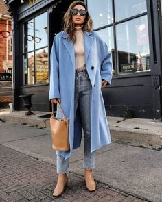 How a Neutral-Lover Can Pull Off a Colorful Coat for Fall Fall Winter Outfits, Autumn Winter Fashion, Spring Fashion, Autumn Style, Mantel Styling, Mantel Outfit, Mode Zara, Outfits Tipps, Casual Outfits