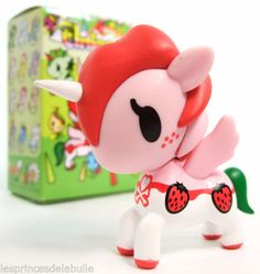 Tokidoki-Unicorno-Series-4-Open-Ruby-Strawberry-Figurine-Figure-Simone-Legno