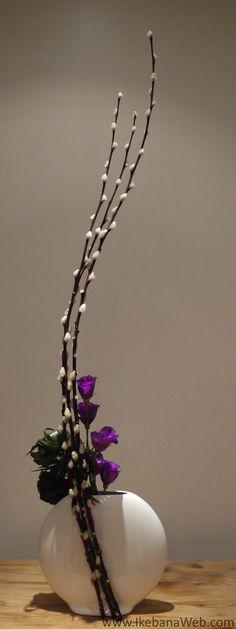 Color, Mass, Line - the main elements of Ikebana. Read more on the Ikebana Web: http://ikebanaweb.com/3-main-elements-of-ikebana-flower-arrangements/. Arrangement by Ekaterina Seehaus #Ikebana #Sogetsu #Seehaus