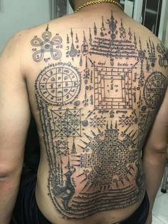 Sak Yant Tattoo, Thai Tattoo, Cool Tattoos, Tattoo Designs, Thailand Tattoo, Coolest Tattoo, Tattooed Guys, Tattoo Patterns, Design Tattoos