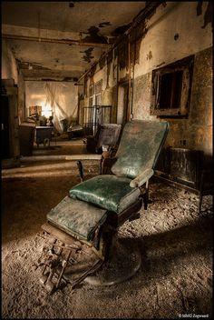 Dentist chair (MT Psychiatric Center, NY)