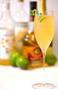 Passionsfruktsbubbel (ca 20 glas) - 10 passionsfrukter, 5 msk socker, 1 dl vatten & 3 flaskor mousserande. Halvera passionsfrukterna och skopa ur kärnorna i en kastrull. Tillsätt socker och vatten. Koka upp. Passera fruktsaften genom en finmaskig sil, använd en sked som hjälp. Häll lite passionfruktssirap i botten på varje glas. Fyll på med mousserande.