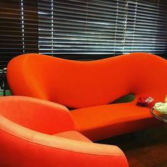【stylist.junkosan】さんのInstagramをピンしています。 《こんな楽屋も、たま〜にたま〜にあります #素敵なソファ #オレンジ #OldSUmmer#オールドサマー#純子さん#スタイリスト純子さん#スタイリスト#tシャツ#ティーシャツ#ハワイ#アメカジ#カジュアル#ウェア#キナコキナシタ#さまぁーず#サマァーズ#さまぁーずスタイリスト#アロハカジュアル#アロカジ#メードインジャパン#summer#海#バケーション#おしゃれ#コーデ#ファッション#男性服#トレーナー#パーカー#ジーパン》