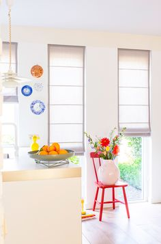 Knip en klaar vouwgordijnen woonkamer Viria, Home Decor Inspiration, Kitchen Inspiration, Happy House, Happy Colors, White Walls, Color Pop, Curtains, Furniture