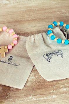bolsas lienzo con estampa de sello, denarios de colores #souvenir #bautismo #comunion #bolsa #denario #estampas Ideas Para Fiestas, Matilda, Gabriel, Cami, Dance Shoes, Slippers, Craft Ideas, Baby Shower, Sneakers