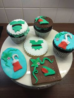 Peter pan cupcake Peter Pan, Menu, Cupcakes, Desserts, Food, Menu Board Design, Meal, Peter Pans, Cupcake