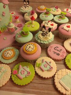 Alice in wonderland cookies Alice In Wonderland, Cookies, Desserts, Food, Crack Crackers, Tailgate Desserts, Biscuits, Meal, Cookie Recipes