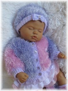 Girl Doll Clothes, Girl Dolls, Baby Dolls, Baby Sweater Patterns, Baby Patterns, Knitted Dolls, Crochet Dolls, Reborn Dolls, Reborn Babies