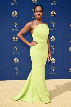 The 2018 Emmy Awards are here, and of course, we're on the lookout for the best celebrity dresses on the red carpet. What will Reese Witherspoon wear? What will Elisabeth Moss wear? Sure, we want to know who wins, but the style is equally important. Best Celebrity Dresses, Celebrity Look, Award Show Dresses, Hollywood Red Carpet, Red Carpet Gowns, Black Wedding Dresses, Red Carpet Fashion, Yellow Dress, Strapless Dress Formal