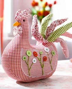 Easter Chick met zakken rondom kan ze makkelijk voor naaihulpje door gaan en als speldenkussen