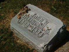 The famous gangster w/ a very simple grave.