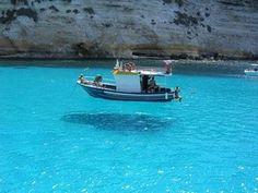 Lampedusa  Linosa Sicily : 透明度が高すぎて船が浮いているようにしか見えない地中海 | Sumally (サマリー)