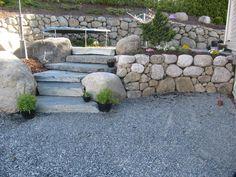Rennesøytrapp i kombinasjon med naturstein.
