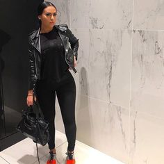 Silver and orange sneakers, black outfit Style Outfits, Chill Outfits, Trendy Outfits, Cute Outfits, Fashion Outfits, Black Outfits, Fashion Killa, Look Fashion, Girl Fashion