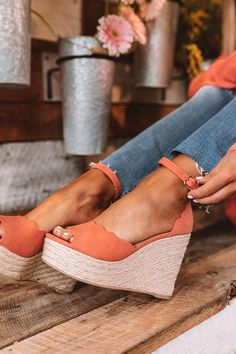 Can't stop, won't stop crushing on coral 💋 Wedges Outfit, Shoes Heels Wedges, Wedge Shoes, Pretty Shoes, Cute Shoes, Me Too Shoes, Pretty Sandals, Leopard Slip On Sneakers, Fashionable Snow Boots