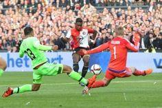 Ajax speelde zondagmiddag met 1-1 gelijk tegen Feyenoord. Kenny Tete laat aan FOX Sports weten dat Ajax te veel mee ging in het vechtvoetbal.