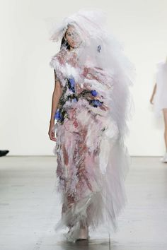 The World's Fashion Business News Fashion 2020, Fashion Show, Fashion Business, Couture, Spring Summer 2018, Business News, Ready To Wear, How To Wear, Mental Confusion