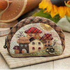 House Quilt Patterns, House Quilts, Wool Applique Patterns, Applique Quilts, Patchwork Bags, Quilted Bag, Frame Purse, Miniature Quilts, Patch Quilt
