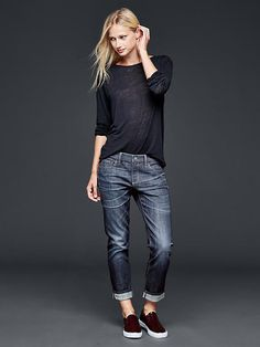 50 manieren om jeans te dragen Jeans, sweater and sneakers outfit what to wear with baggy Casual Fall Outfits TSpring outfits in schwa Mode Outfits, Jean Outfits, Fall Outfits, Casual Outfits, Fashion Outfits, Sneakers Fashion, Casual Jeans, Blazer Casual, Gap Outfits Women
