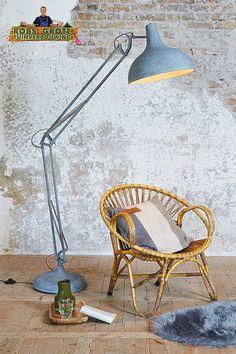 de trendy vloerlamp betonlook in de xl uitvoering van de bekende bureaulamp door